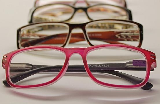 optical center diversifie ses offres de lunettes de vue en ligne. Black Bedroom Furniture Sets. Home Design Ideas